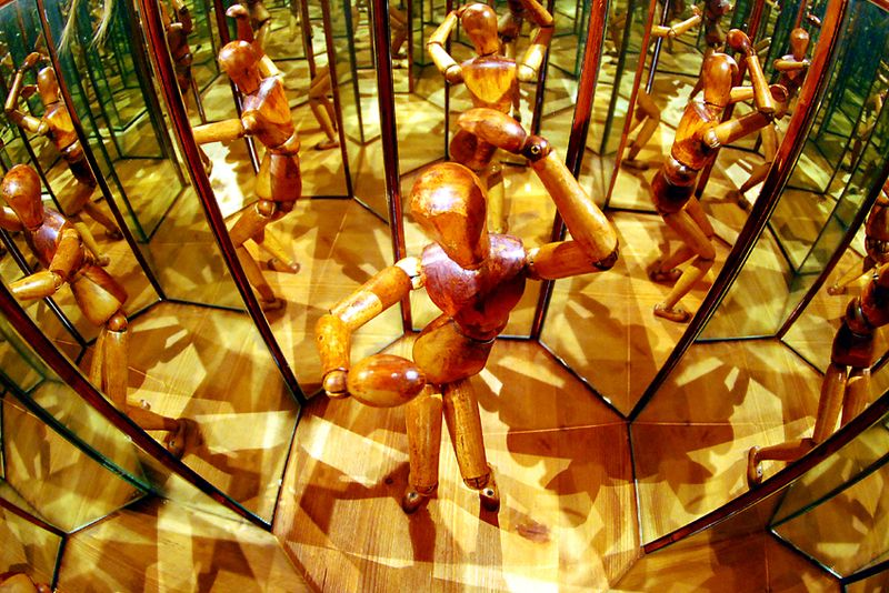 Mirror Room (after Da Vinci)