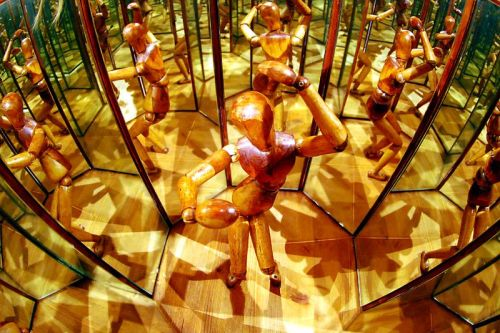 Mirror Room (after Da Vinci)